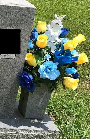 Grave Arrangement S24