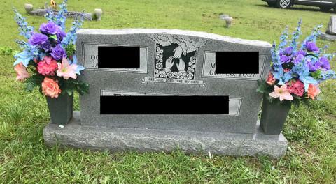 Grave Arrangement S29