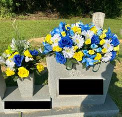 Grave Arrangement S51