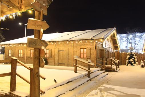 Winterhütten-im-Schnee.jpg