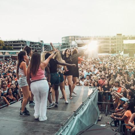 Festival_Tänzerinnen.jpg
