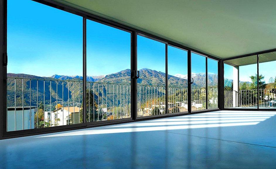 panoramnoe-osteklenie-balkona-12.jpg