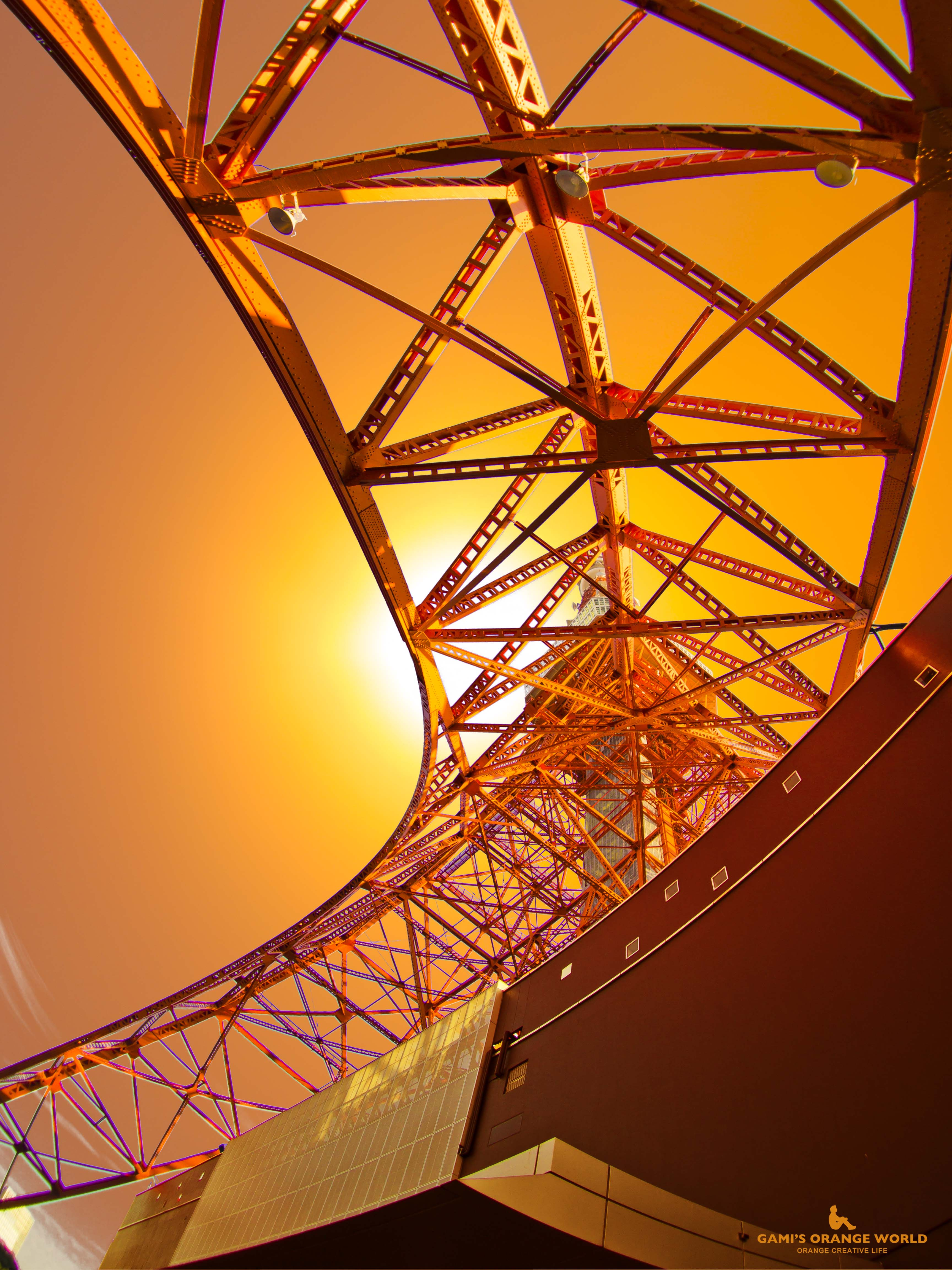オレンジ夕陽と東京タワー(縦)