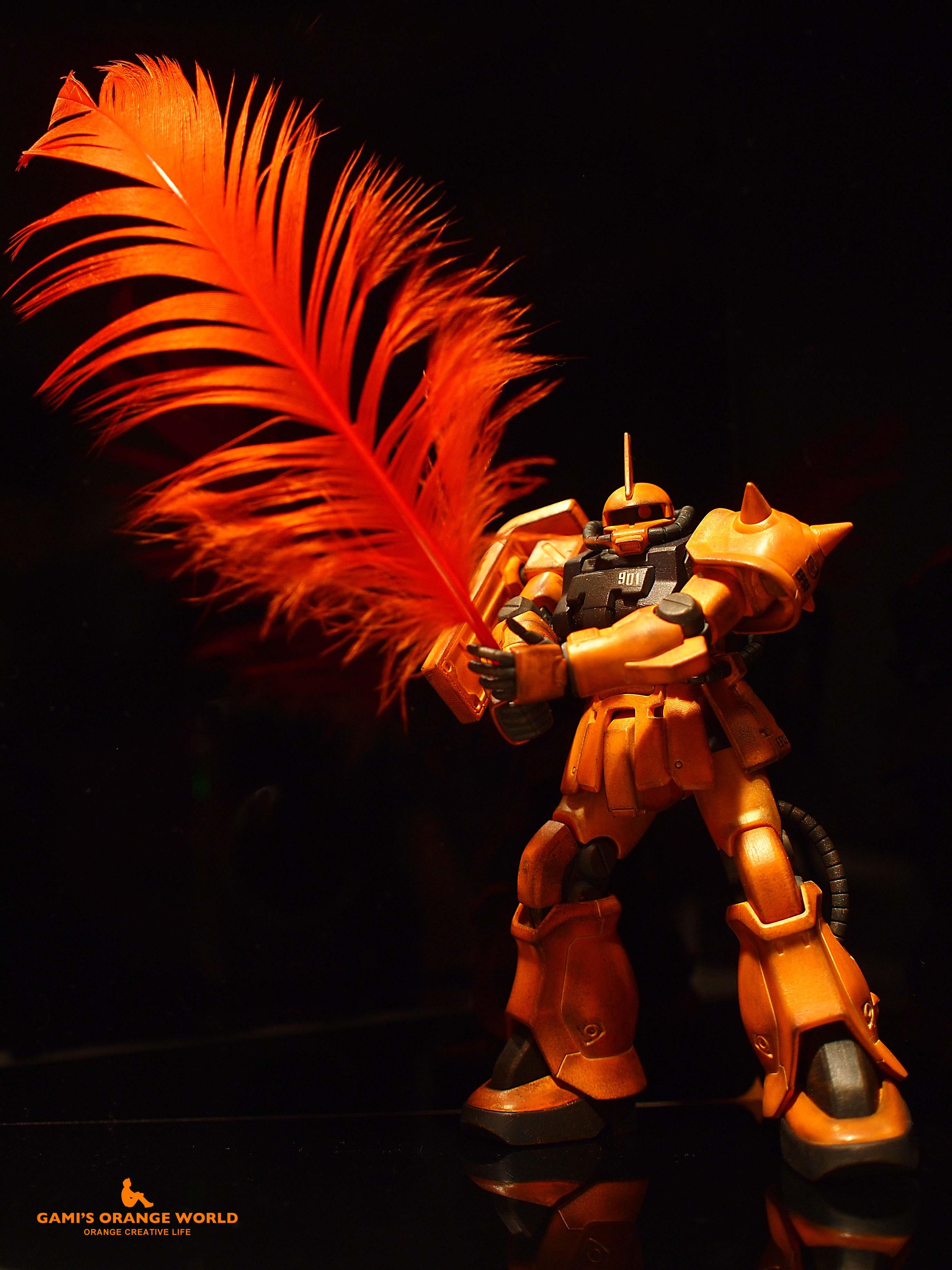 オレンジの羽根を持つオレンジのザク のコピー