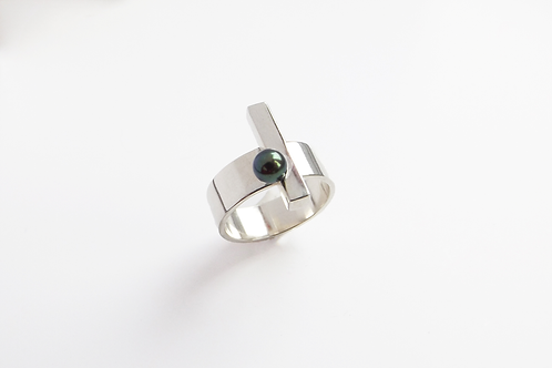 One Black Pearl Ring