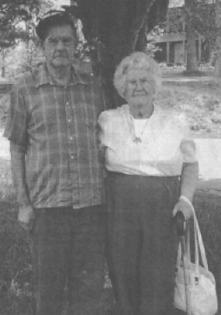 photo credit Paul Roy Independent Herald Oneida Tennessee.  Image elderly brother and sister Fred Griffith and Elzada Griffith Manis Civil War orphans