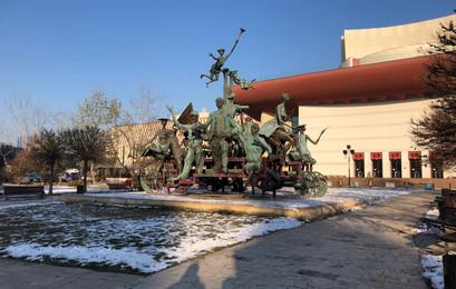 Statue Theatru Bucharest