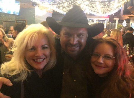 Garth Brooks Wins CMA Entertainer of the Year 2019