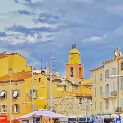 Vue depuis le port de St Tropez