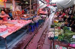 Maeklong-Railway-Market-Thailand-2