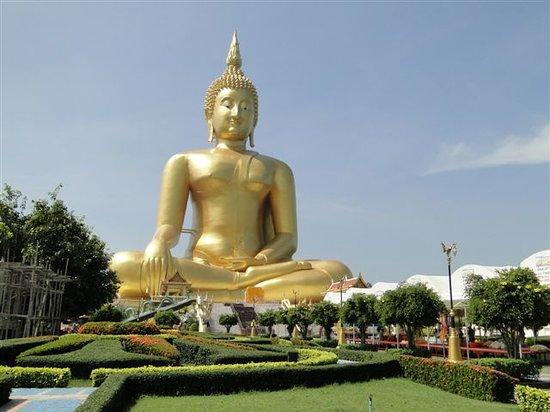 luang-pho-yai-die-statue