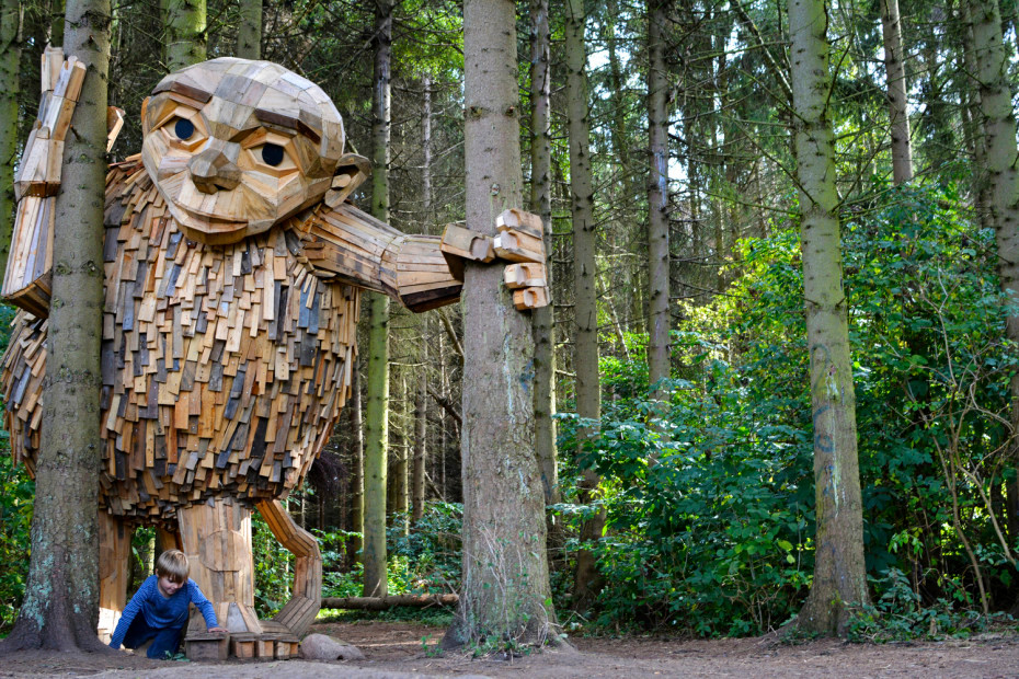 Giants upcycled from wooden pallets - Thomas Dambo