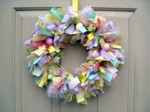 Photo credit: https://www.avso.org/interior-design-ideas/how-to-make-a-chic-easter-wreath-itself