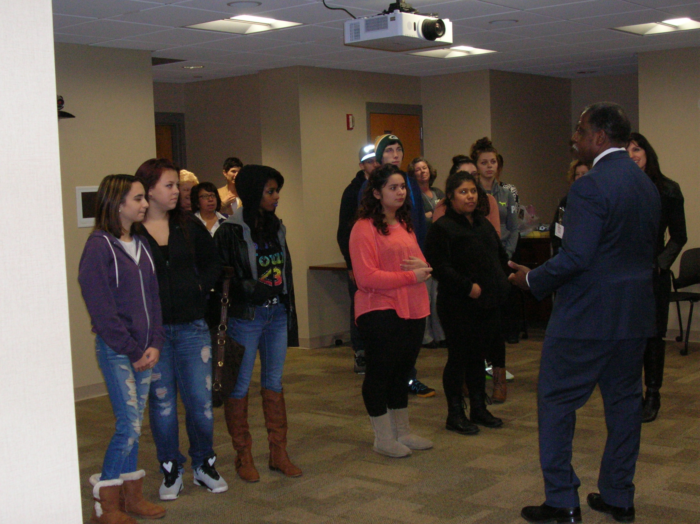 Randall Mc Kennie speak with students of Shared Journey School 2015 (K)