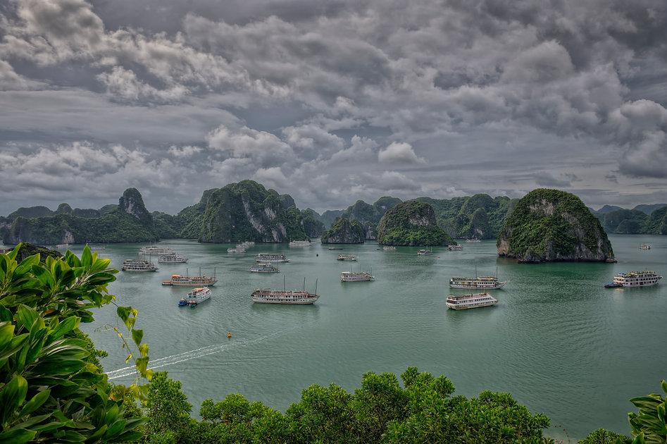 UHD_Vietnam_HaLongBay_RJL9383_4_5_.jpg