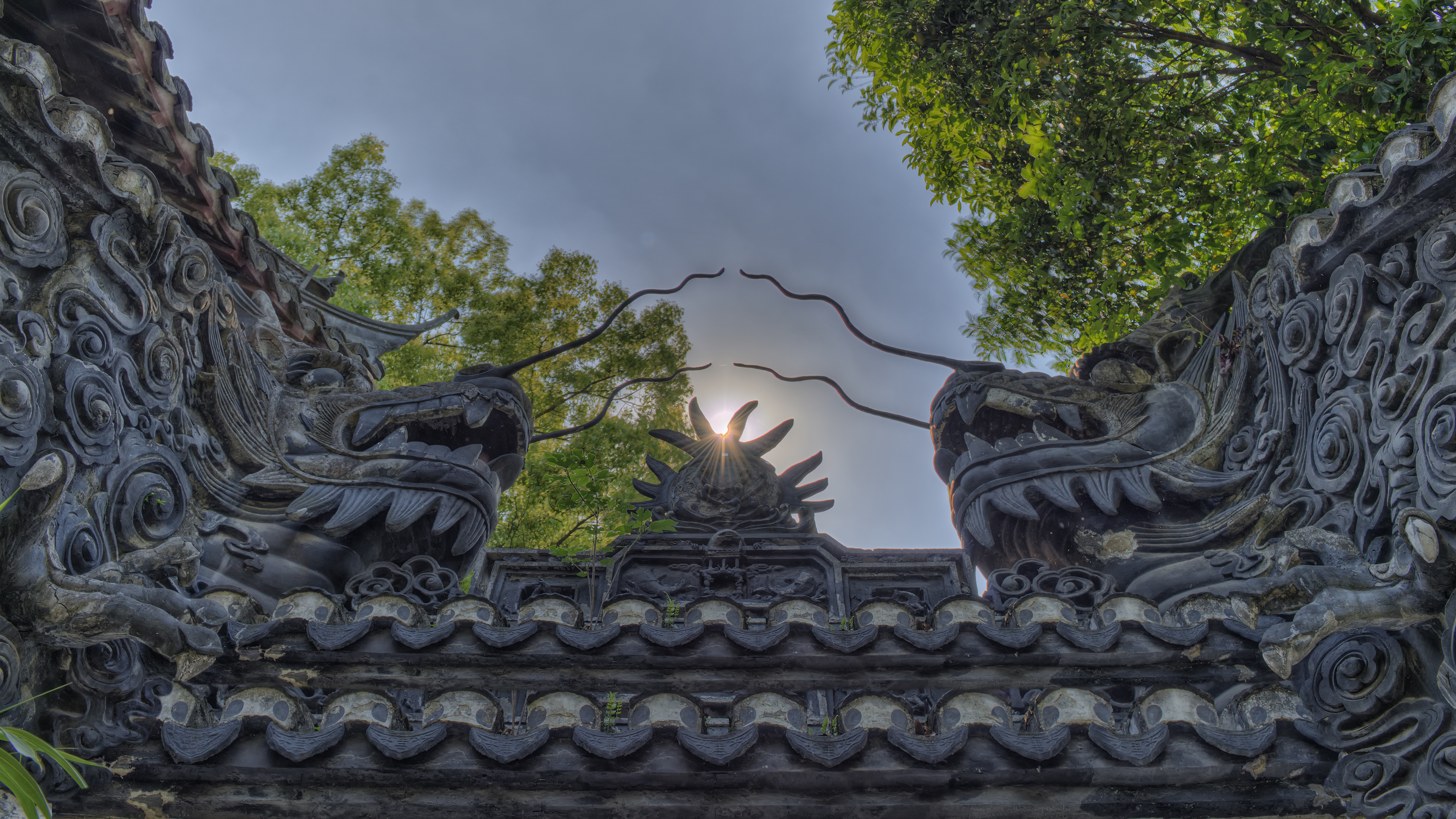 2 Dragons in Yu Gardens