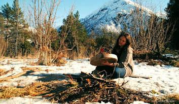 Anne_Bjørkedal_drumming_in_the_snow_Norw