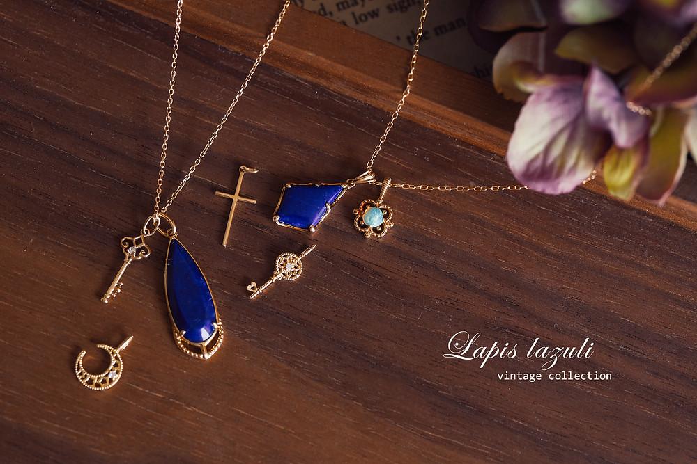 青金石(Lapis lazuli)名稱源自於拉丁文「lapis」(意指寶石)及阿拉伯文的「azul」(意指藍色)二字。