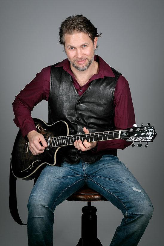 Vocals Oliver Rotinger.jpg