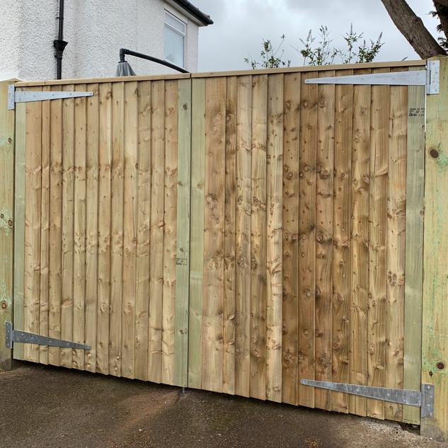 Closeboard straight top enterance driveway gates