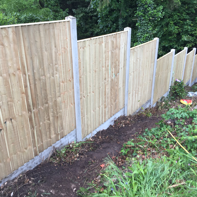 Stepped closeboard panel fence