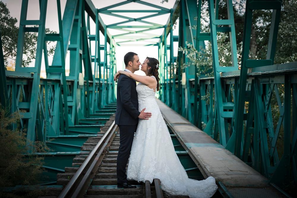 Postboda en el puente verde
