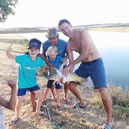 Trots op gevangen vis - Les Cabanes de R