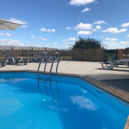 Gedeeld Zwembad met ligbedden - Les Caba