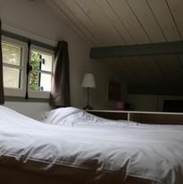 Schlafzimmer im Obergeschoss - Les Cabanes de Rouffignac