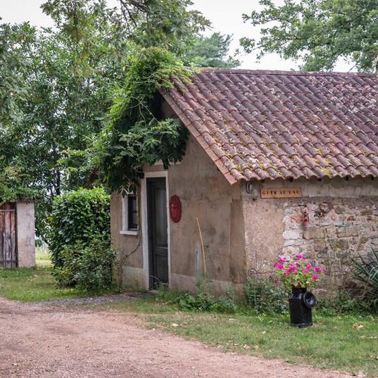 voorkant Gite au Lac - Les Cabanes de Rouffignac.jpg