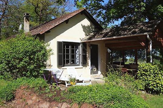 Gite au Lac  - Les Cabanes de Rouffignac 💦🍃 #gite #vakantiehuis #do