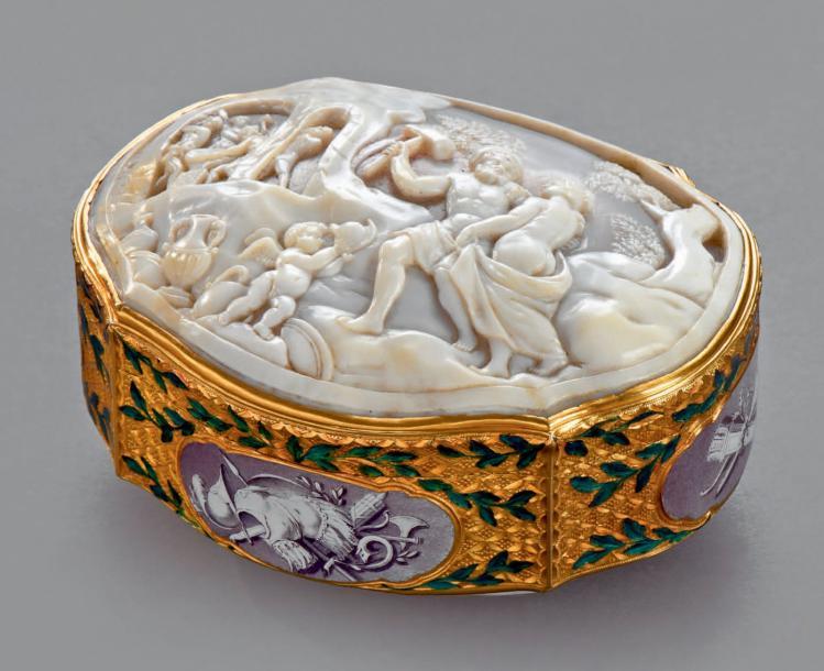 Boite en or, XVIIIème siècle - Adjugé 16