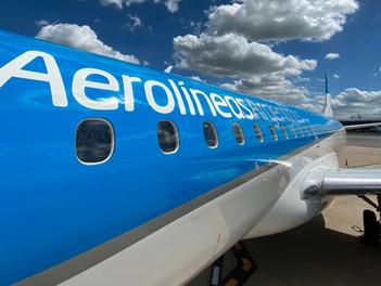 Se presento el primer Embraer e-190 con diseño de Aerolíneas Argentinas