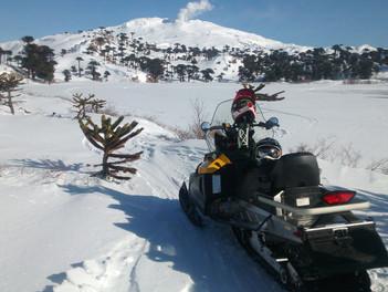 Ascenso al volcán Copahue en moto de nieve, una experiencia inolvidable