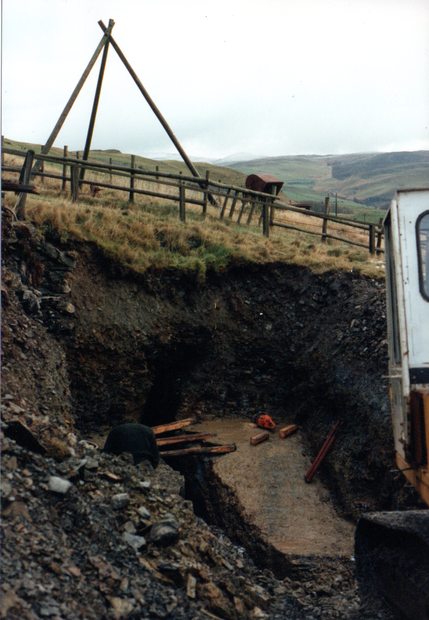 115. Placing rails to support shuttering