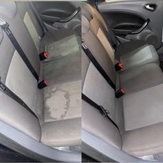 voor en na foto diep reiniging achterbank auto