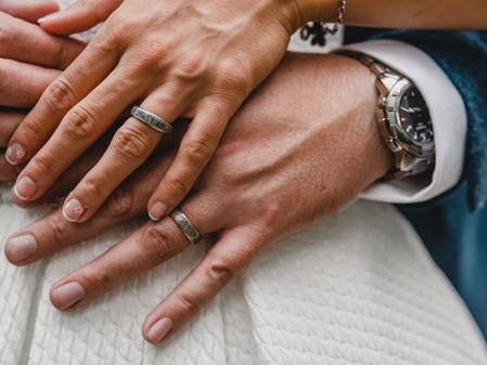 How do I choose my wedding photographer?