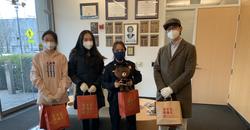 学联向芝加哥大学校警捐赠一批防疫物资