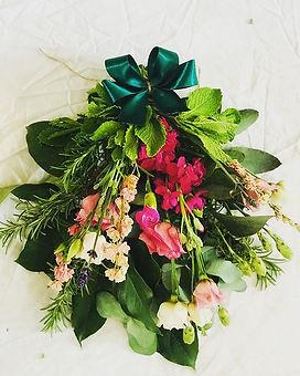 Flower and foliage bath bouquet. #natura