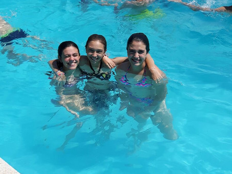 How lucky are these girls in our Summer Camp to be in the pool right now!