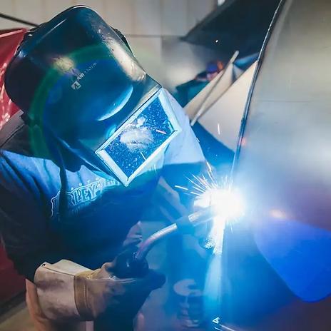 image-person-welding.webp