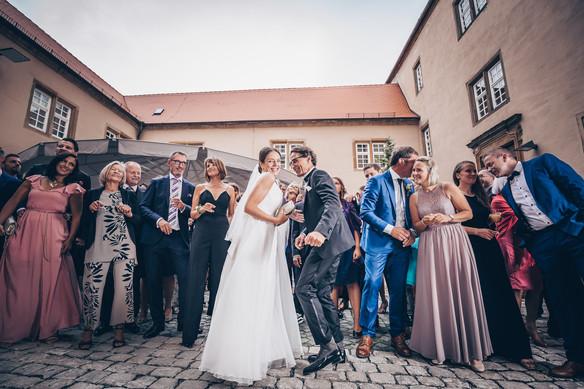 Stimmungsvoller Sektempfang Hochzeitsbilder Aalen