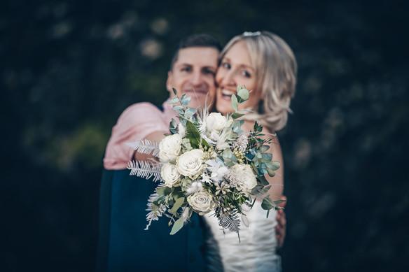 Brautstrauß im Mittelpunkt Hochzeitsfotografie Aalen