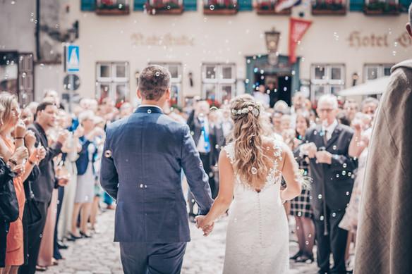 Auszug aus der Kirche Hochzeitsfotografie Dinkelsbühl