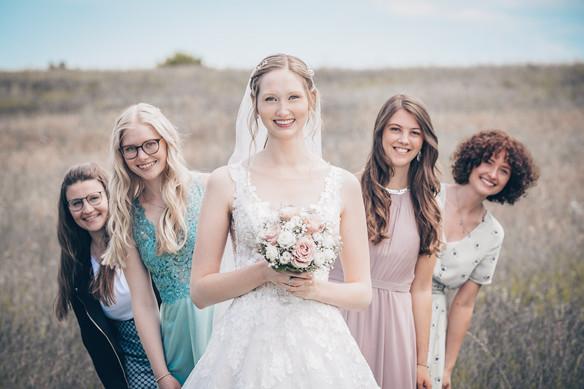 Mädels mit der Braut Hochzeitsfotograf Ellwangen