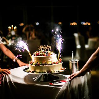 Hochzeitstorte mit Feuerwerk