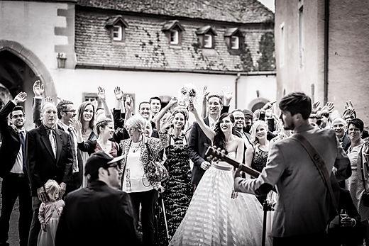 Gästebild, Hochzeitsgesellschaft, Hochzeitsgäste, Hochzeitsgäste am feiern, guter Hochzeitsfotograf, besondere Hochzeitsfotografie, Hochzeitsmusik, Hochzeitsband,Hochzeitsfotograf München, Hochzeitsfotografie München, Weddingphotography München, Hochzeitsfotograf Starnberg, Hochzeitsfotograf Herrsching, Hochzeitsfotograf Ammersee, Hochzeitsfotograf Tegernsee, Hochzeitsfotografie Englischer Garten, Hochzeitsfotografie Tegernsee, Hochzeitsfotografie Starnberg, Hochzeitsfotografie Chiemsee, Hochzeitsfotograf Augsburg, Hochzeitsfotograf Regensburg, Hochzeitsfotograf Ingolstadt, Hochzeitsfotograf Nürnberg, Hochzeitsfotografie Burg Nürnberg, Hochzeitsfotograf Würzburg, Hochzeitsfotografie Würzburg, Hochzeitsfotograf Ulm, Hochzeitsfotograf Günzburg, Hochzeitsfotograf Coburg, Hochzeitsfotograf Mannheim, Gil und Julia, Julia Gil Hochzeitsfotorafie, Knipper Hochzeitsfotografie, Knipper Hochzeitsfotografin, Foto Schlossar Craisheim, Foto Ziegler Crailsheim, Peer Hahn Fotograf, Steffen Hofmann