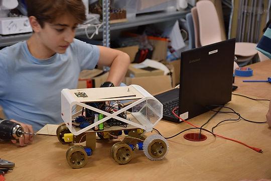 Zöld mérnökök makerspace tábor.jpg