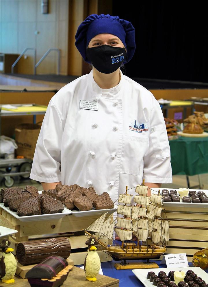 A Pastry chef course student