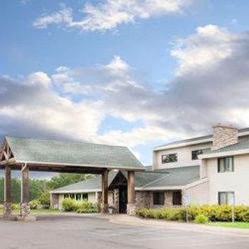 Moose Lake Lodge & Suites